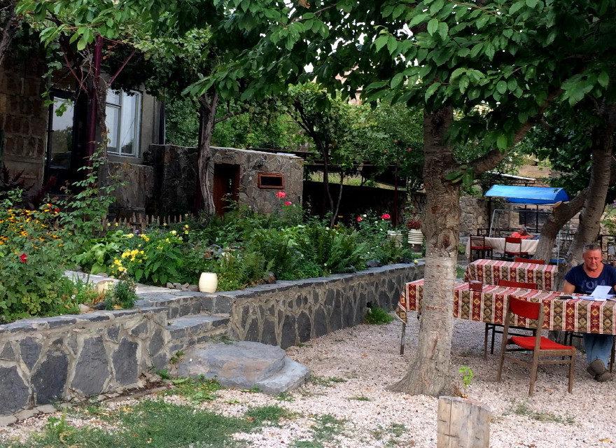 U Narine w ogrodzie